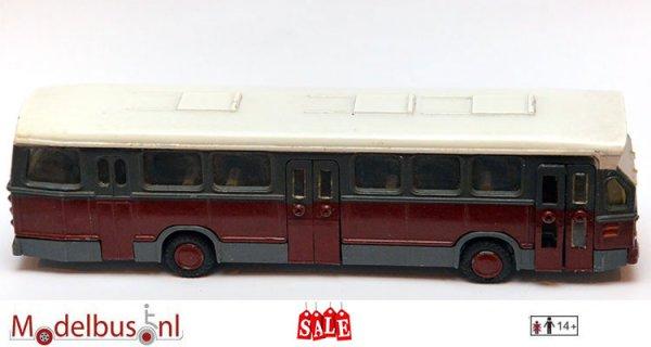 Lion Toys DAF Hainje stadsbus maroon diecast.